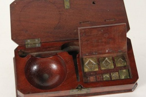 70/3182   [Numismatics]. Coin balance scale box,