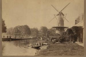 70/4428   [Delft]. Louw, H. de (1851-1944).