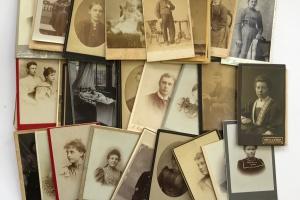 70/4413   [Cartes-de-visite and cabinet photographs]. Lot of ±75 cartes-de