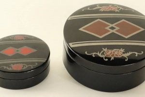 70/5046   [Tobacco]. Two lacquered circular wooden tobacco boxes.